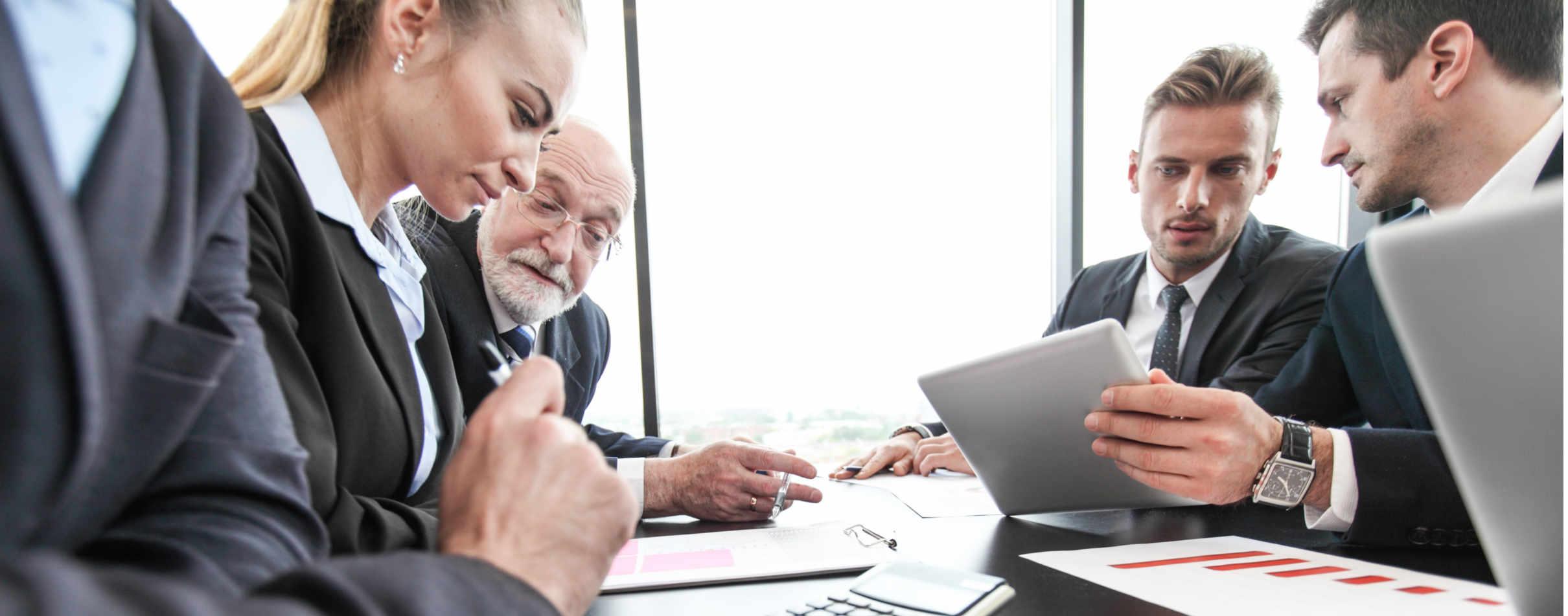 Reunião entre executivos sobre criptomoedas