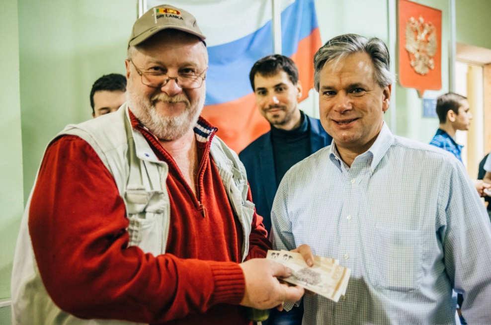 Mikhael entregando kolion