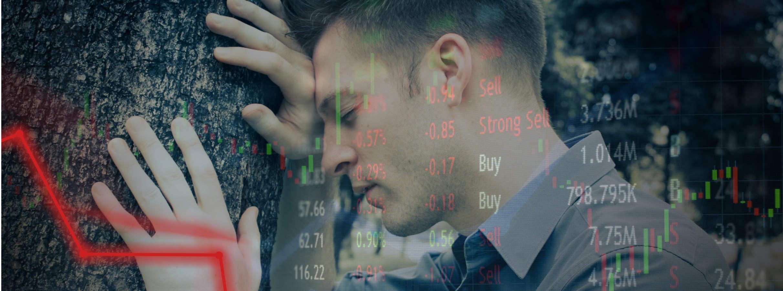 homem chorando na árvore preço do bitcoin