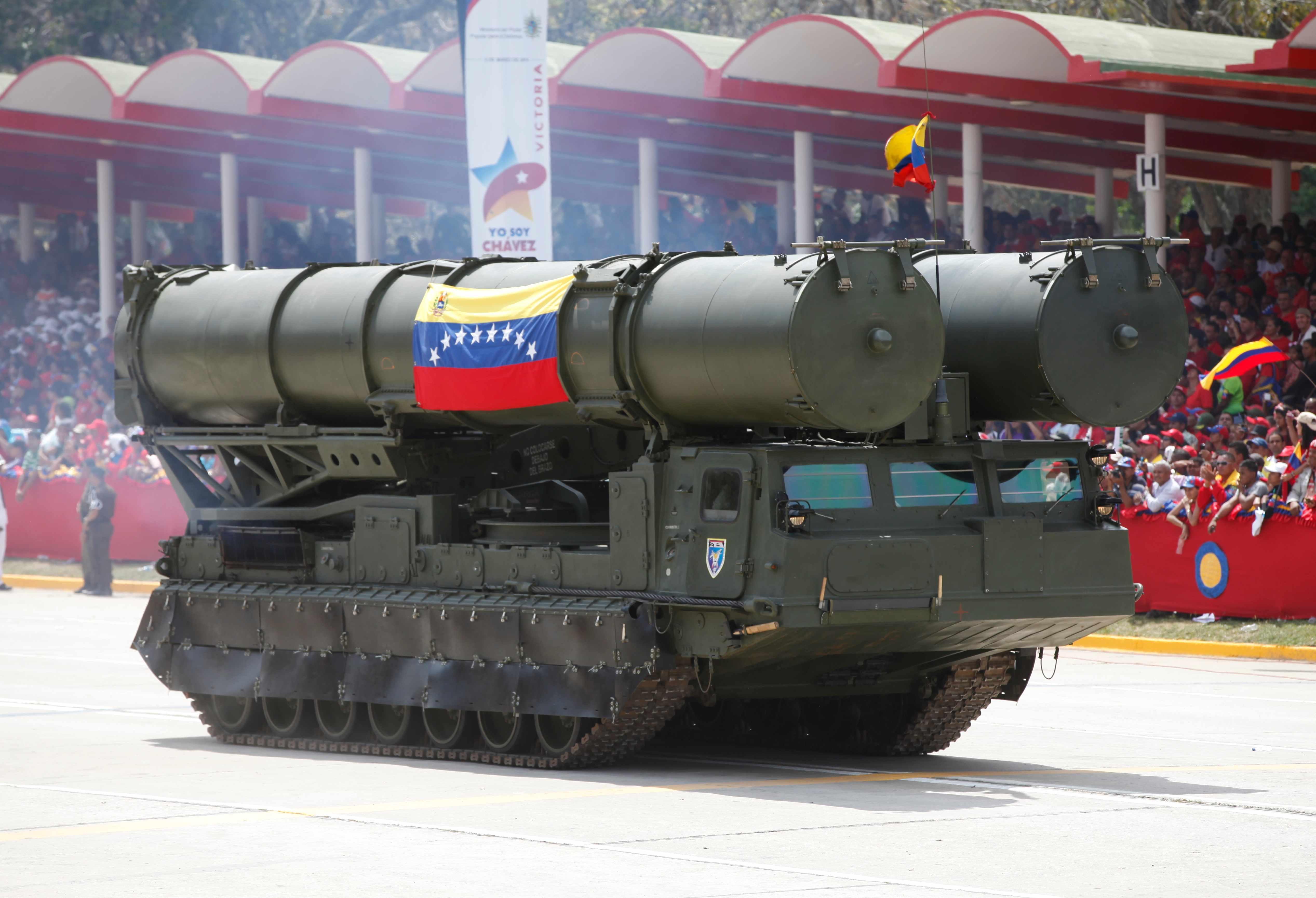 Venezuela posiciona mísseis na fronteira com Brasil