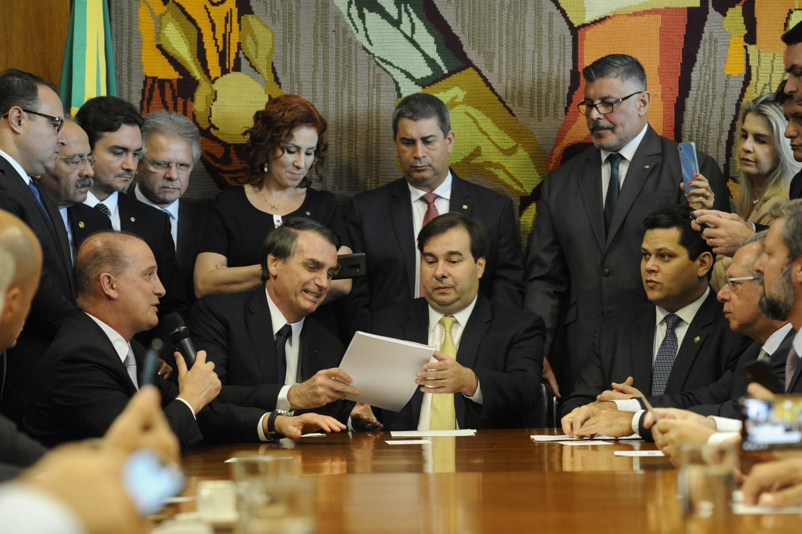 Bolsonaro entrega texto da Reforma da Previdência
