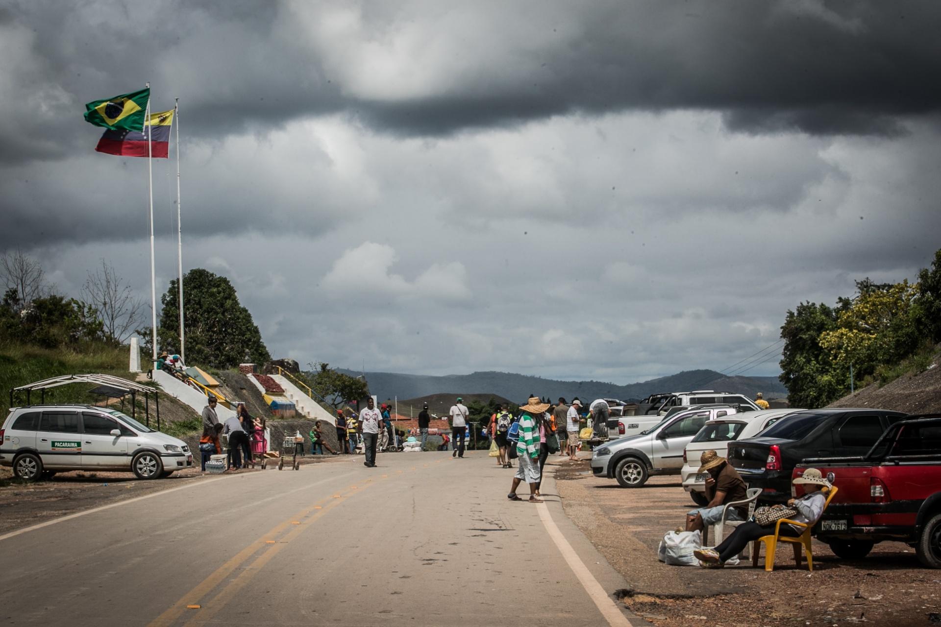 Venezuela: soldados venezuelanos disparam contra civis na fronteira com Brasil