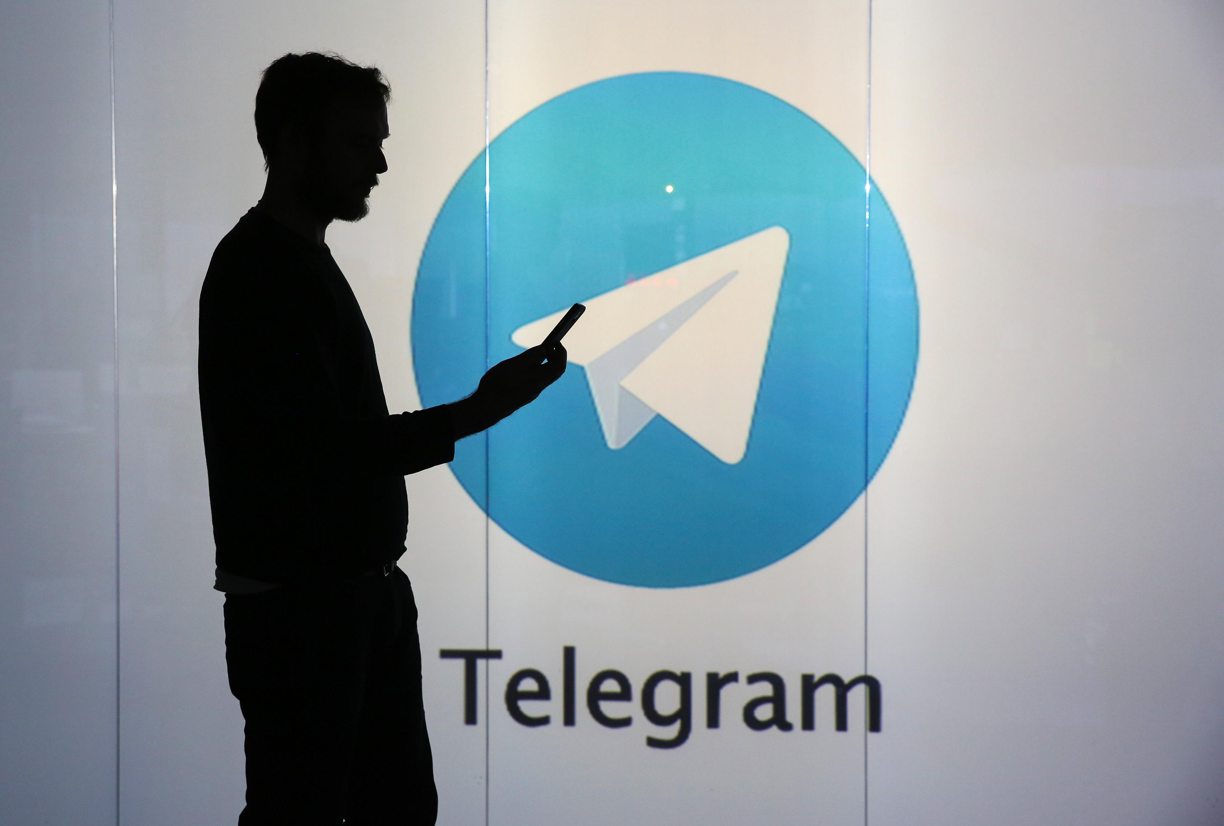 Telegram criptomoeda homem com sombra