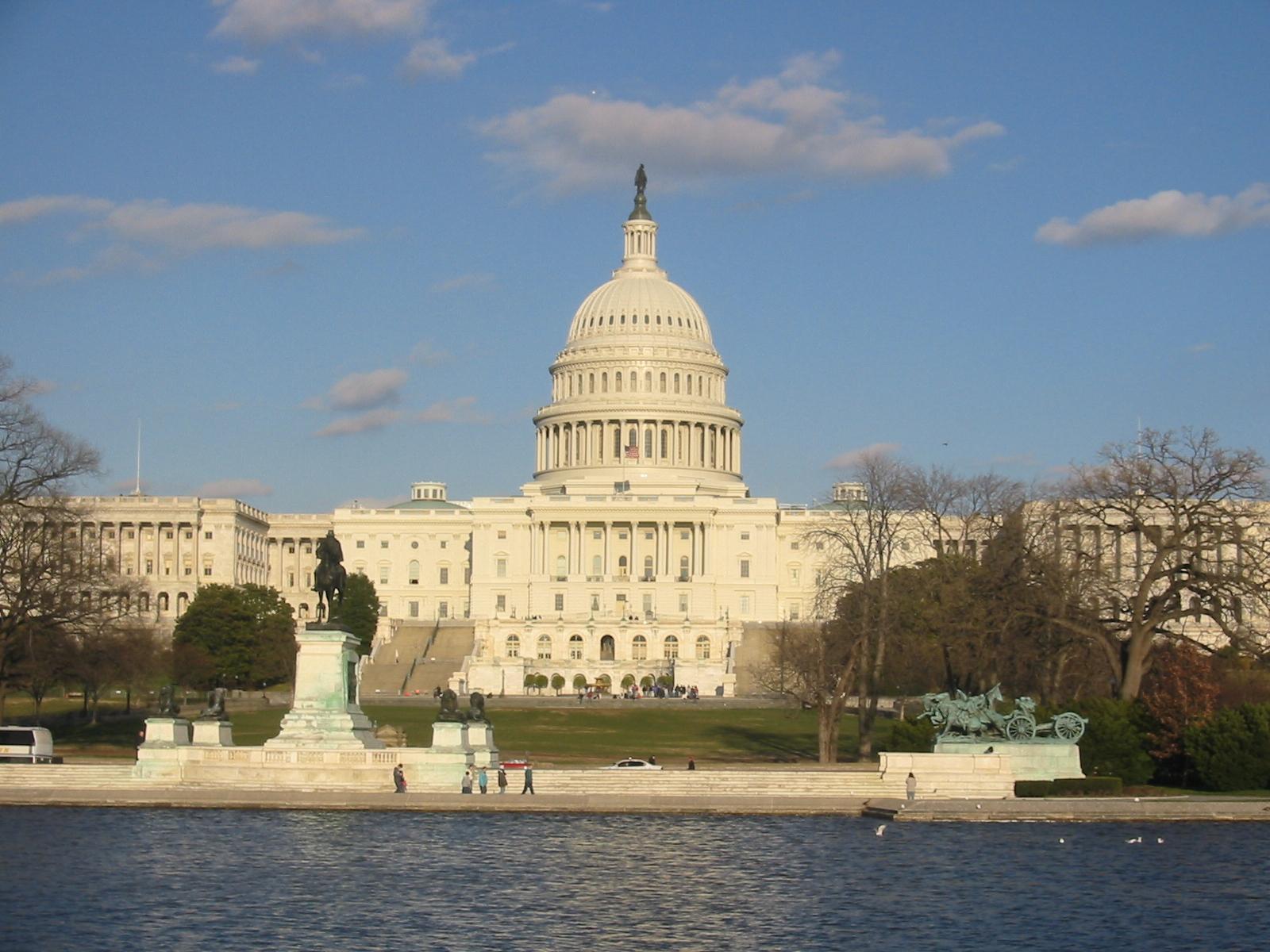 Tamanho real da dívida dos Estados Unidos é US$ 222 trilhões, diz economista