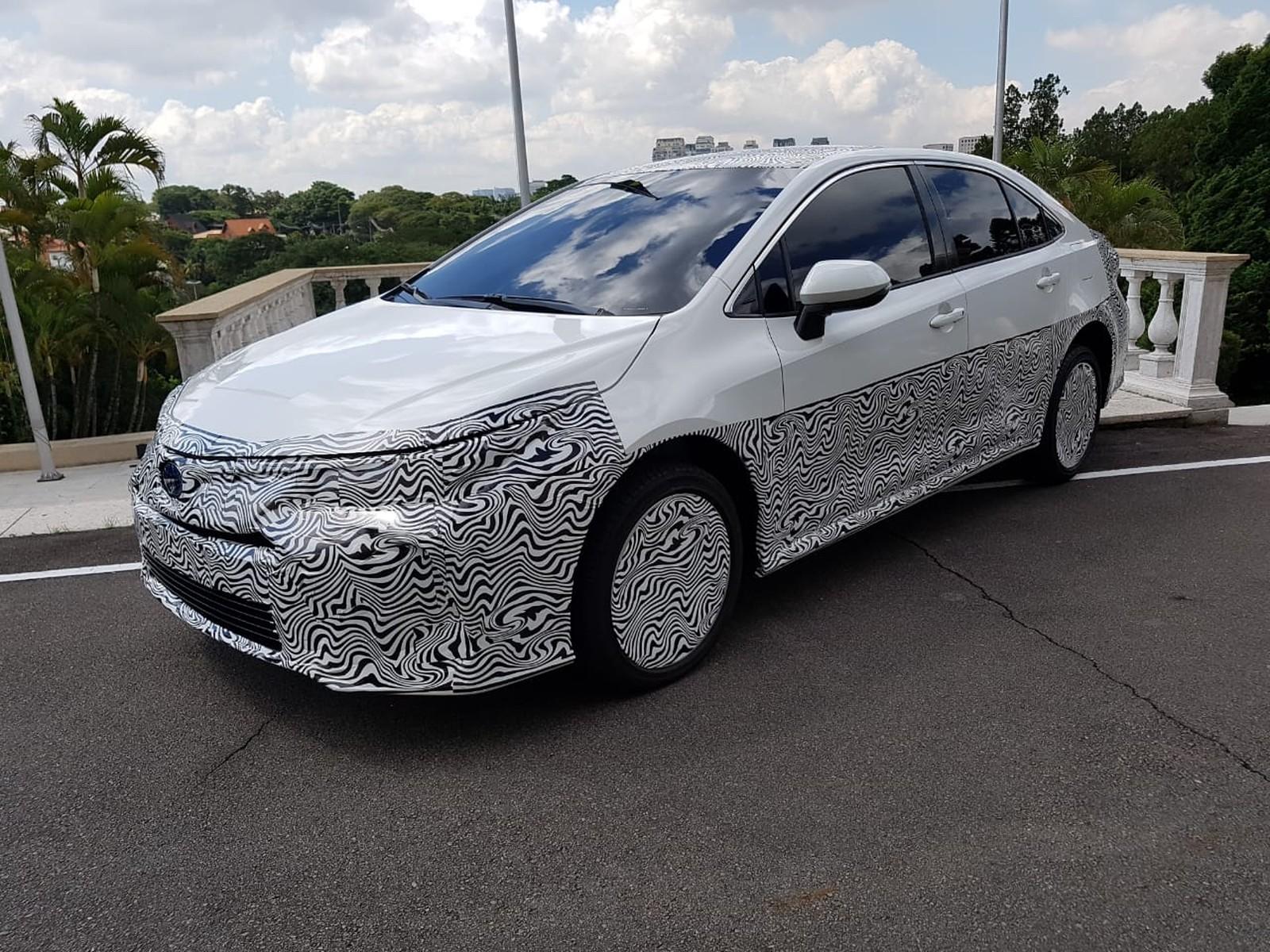 Toyota apresenta o 1º híbrido flex: eletricidade, etanol e gasolina