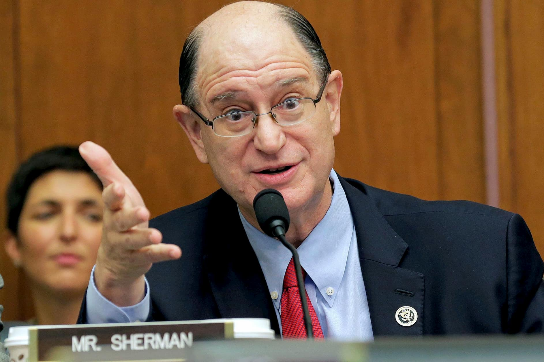 Deputado pede banimento das criptomoedas com receio dos EUA perderem poder