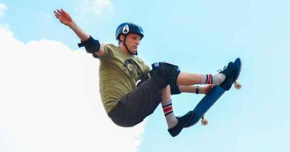 Tony Hawk andando de skate bitcoin