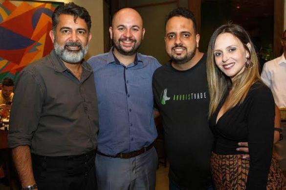 Claudio oliveira do bitcoin banco, que entrou em recuperação judicial. Matheus da AnubisTrade está na foto.