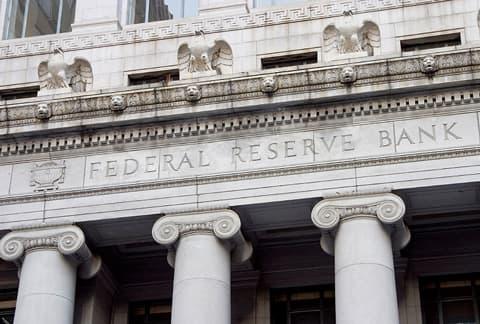 Fed empresta o equivalente a 12,7M bitcoins para resgatar bancos