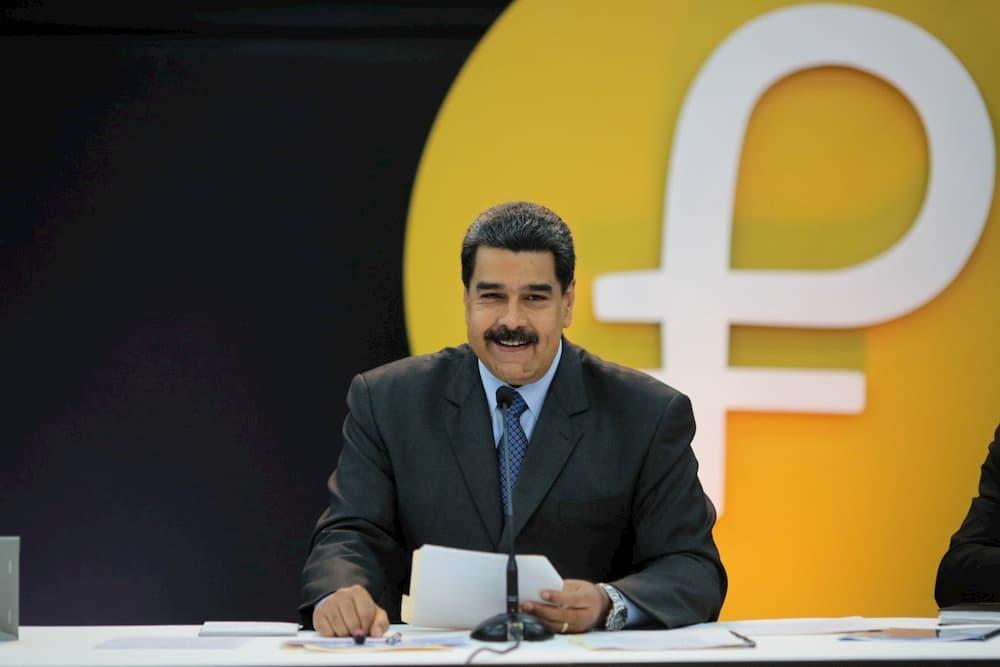 Venezuela pagará bônus de Natal de aposentados com Petro