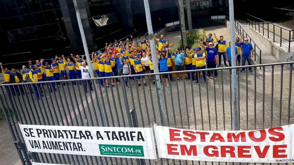 Correios podem demitir 50 mil funcionários se privatizado