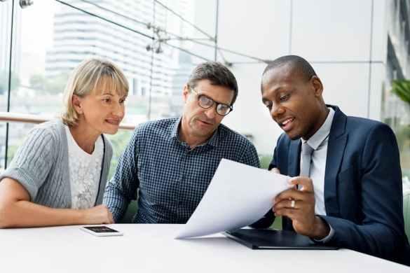 Consultor financeiro e seus clientes