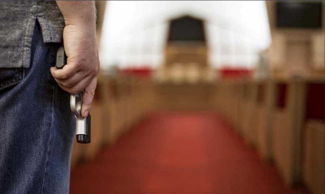 Unick Forex: Clientes armados cobram dívida em igreja