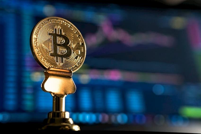 Bitcoin caiu menos que mercado de ações