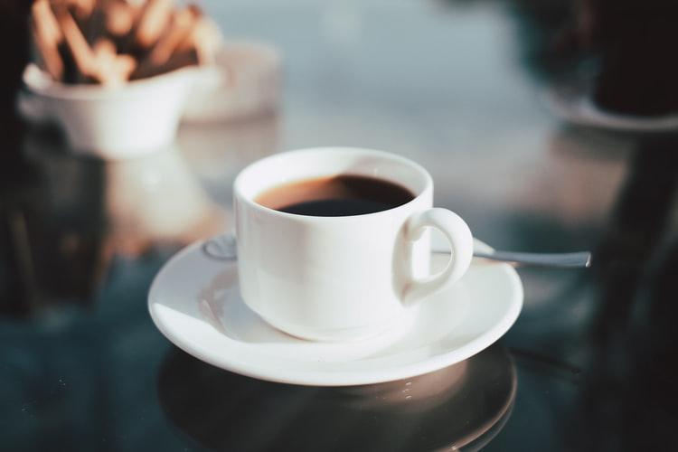 Se você tivesse economizado um café em bitcoin por dia, quanto teria hoje?
