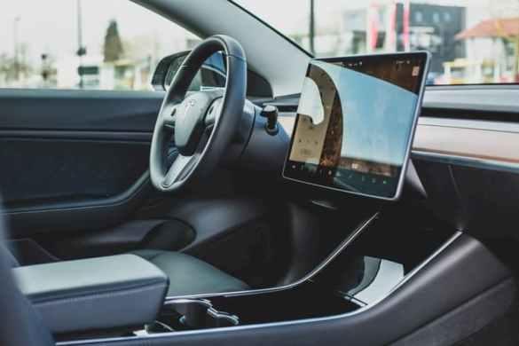 Ações da Tesla carro por dentro