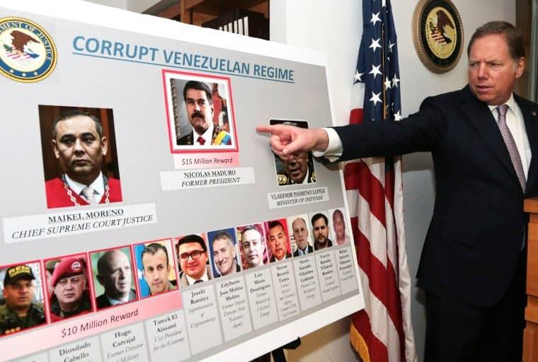 """EUA caçam Maduro por US$15 milhões e seu """"chefe de criptomoedas"""""""