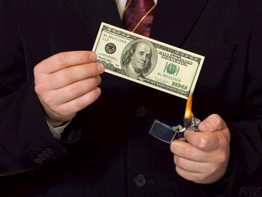 shortando dólar queimando