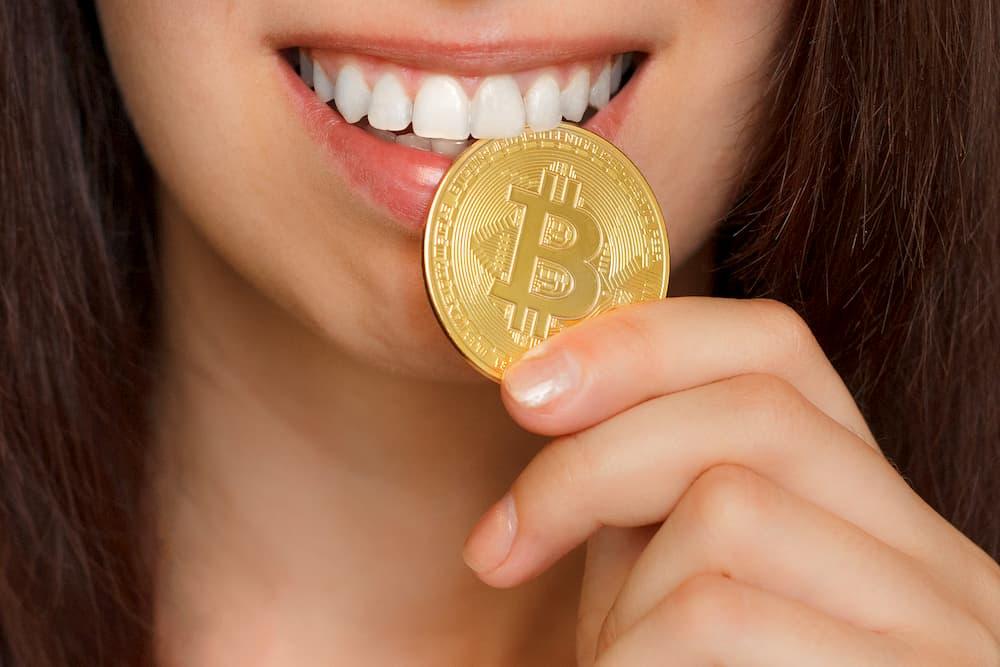 Camgirls aproveitam quarentena para faturar em Bitcoin
