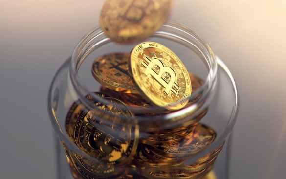 jarra com bitcoins guardados