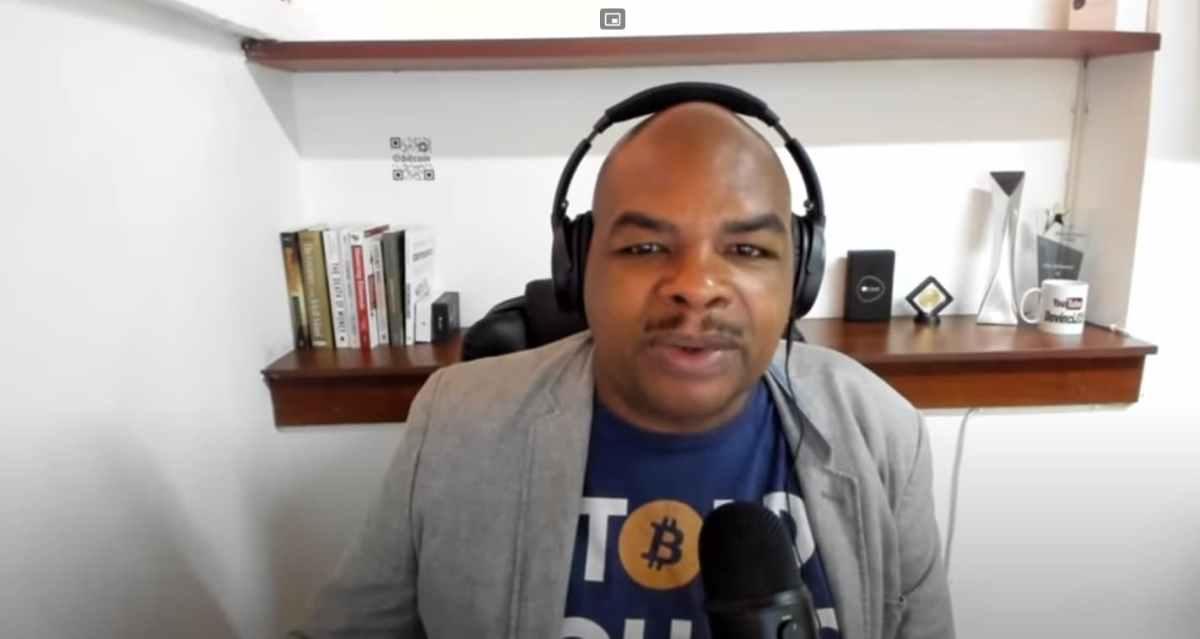 Homem decide vender casa para comprar Bitcoins em meio à crise