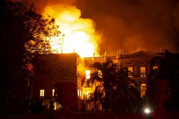 museu nacional do Brasil pegando fogo