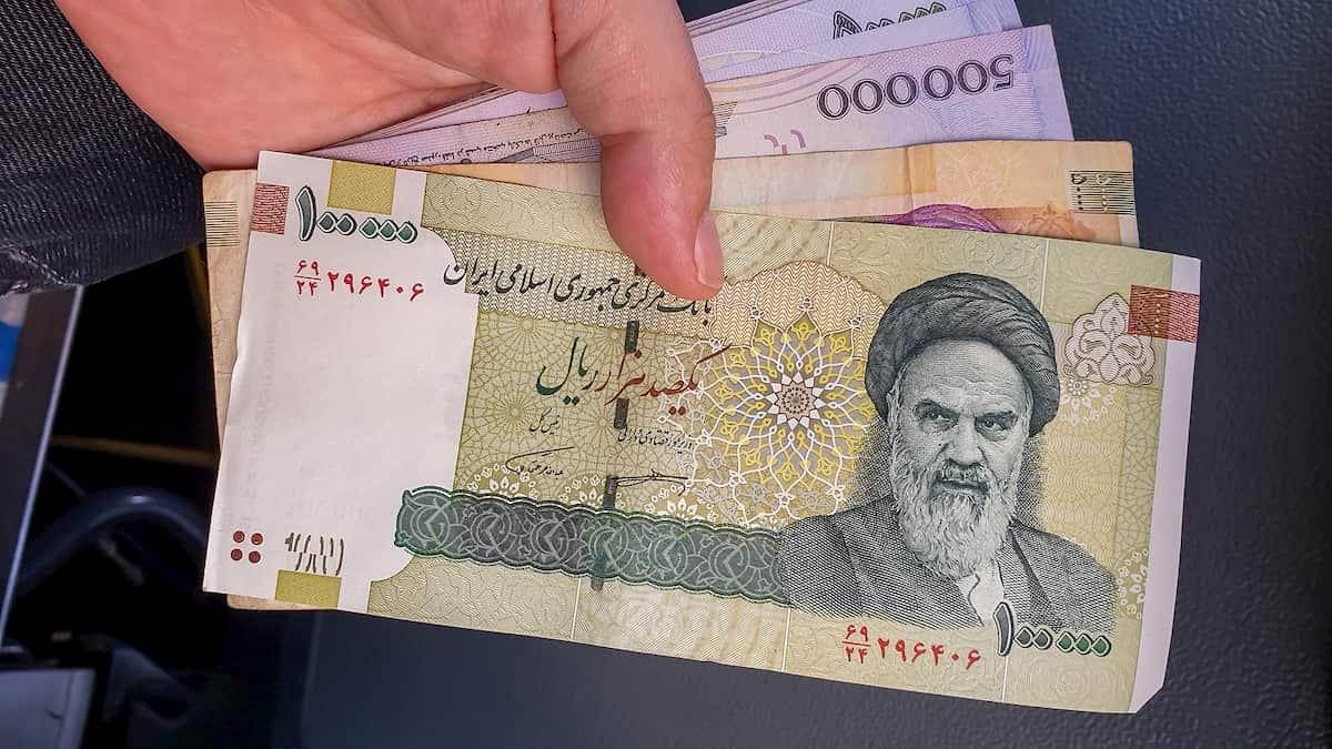 Irã cortará 4 zeros de sua moeda em meio à inflação