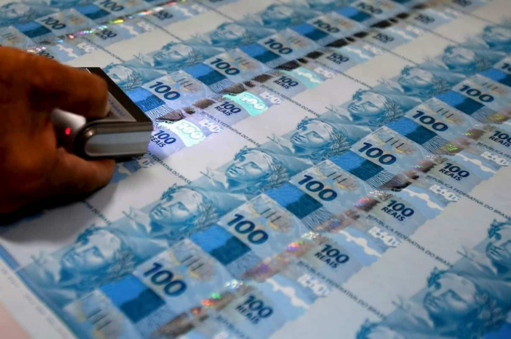Notas de 100 reais na Casa da Moeda