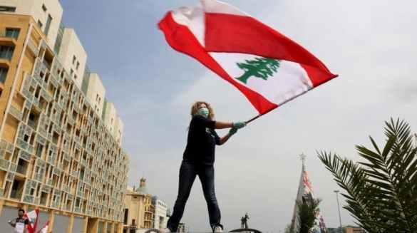Mulher em protesto anti-governamental no Líbano
