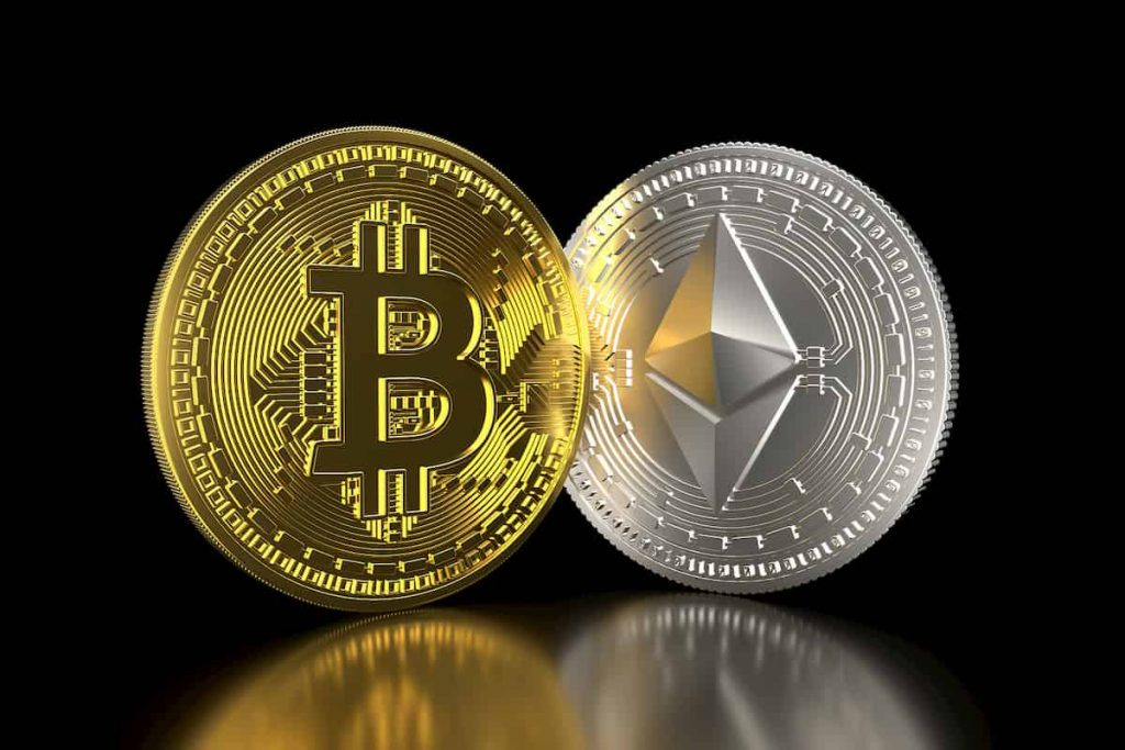 Moeda de bitcoin e de ethereum