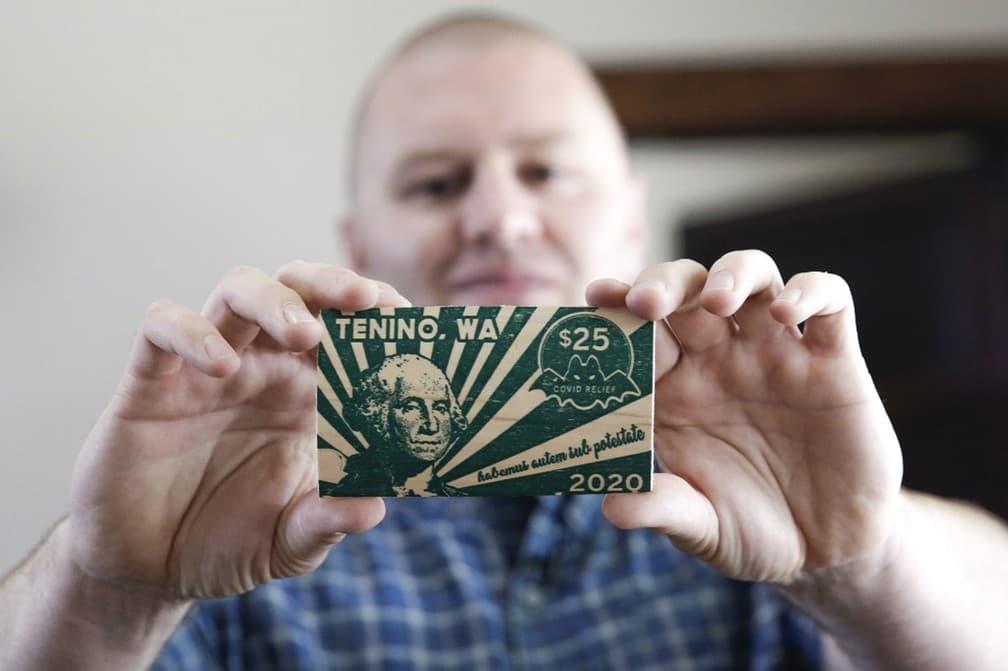 Cidade dos EUA imprime sua própria moeda em madeira, o Dólar Covid