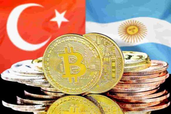 bandeira da argentina e turquina com moeda de bitcoin na frente