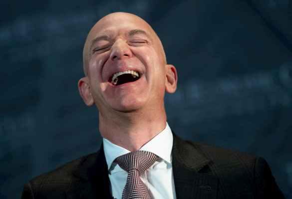 Jeff Bezos, CEO da Amazon rindo