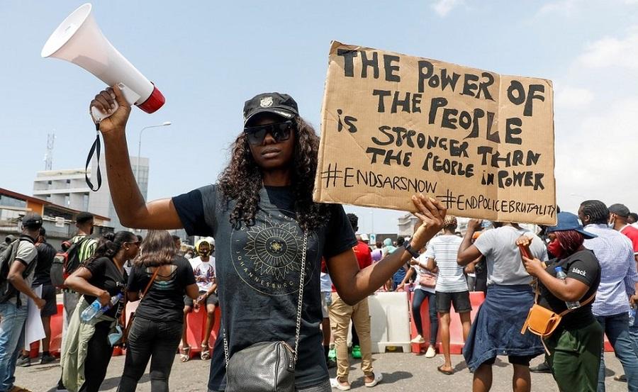 Feministas nigerianas pedem doações em bitcoin após bloqueios bancários por conta de protestos