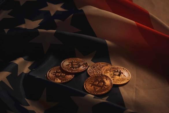 Moeda de bitcoin com bandeira dos EUA