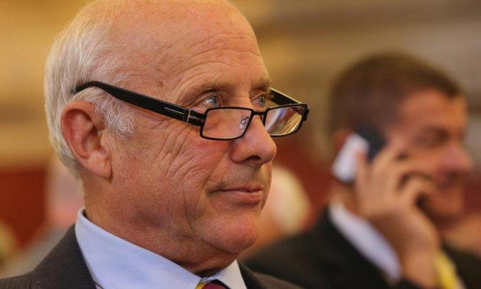 Ex-membro da União Europeia chama bancos de fraude e investe em Bitcoin