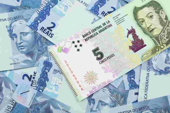 nota de peso argentino acima de notas de real brasileiro