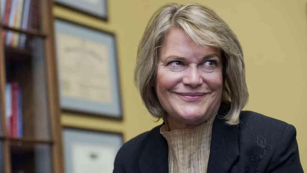 Cynthia Lummis, senadora americana defensora do bitcoin