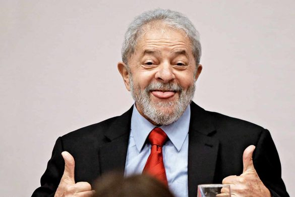 Lula sorrindo