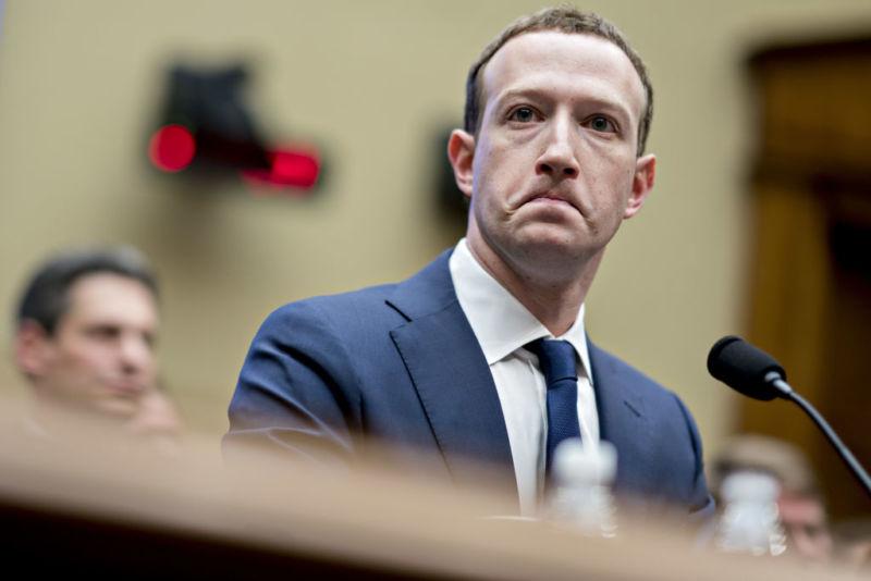 Governo quer dividir o Facebook e bitcoin luta por suporte