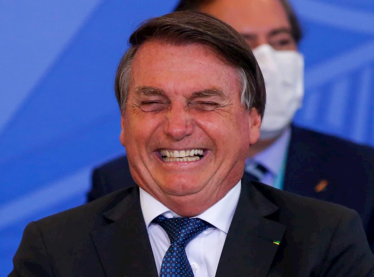 Bolsonaro dando risada