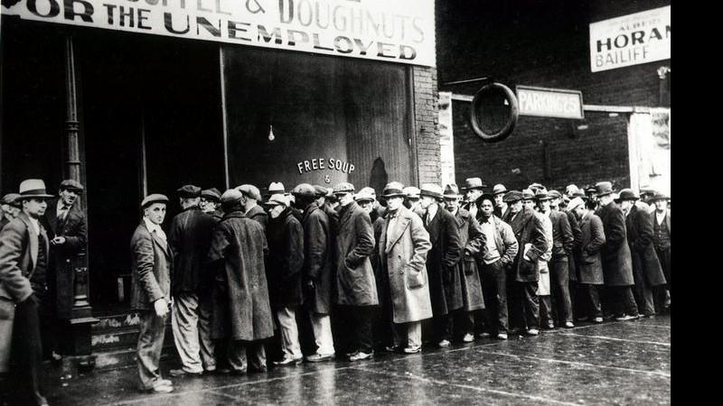 Filas para distribuição de comida durante a crise de 1929. Fonte: Shutterstock