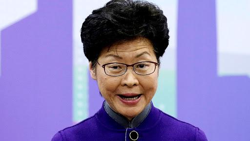 """""""Eu tenho pilhas de dinheiro em casa"""", diz chefe de Hong Kong devido às sanções bancárias"""