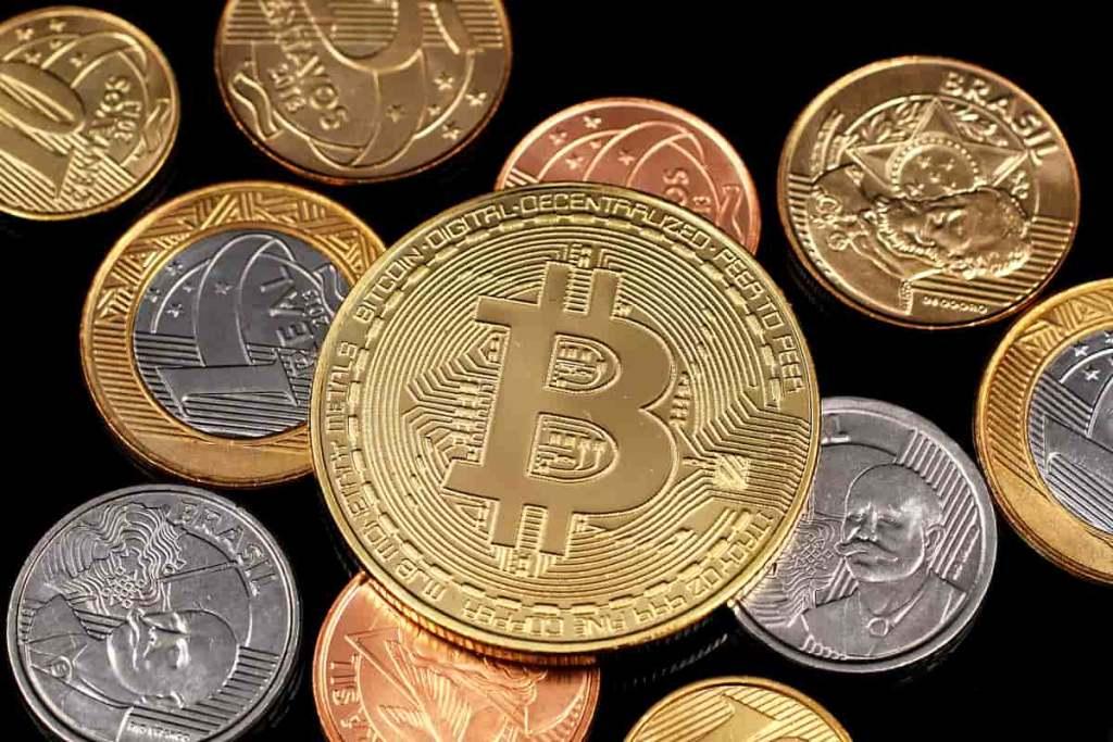 Bitcoin e moedas de reais