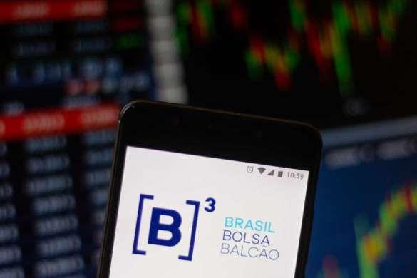 b3 no celular com fundo de trading