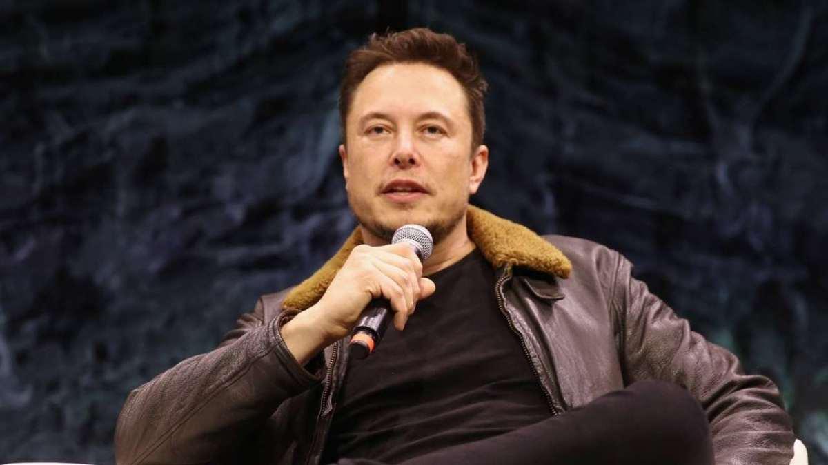 Elon Musk se diz arrependido de não ter comprado bitcoin em 2013
