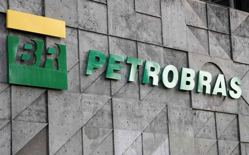 Petrobras (PETR4) interrompe produção no campo de Caratinga após princípio de incêndio
