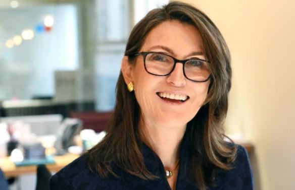 Cathie Wood diz que Janet Yellen não entende de Bitcoin, comparando o ativo ao ouro