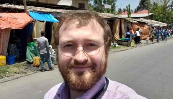 Charles Hoskinson, criador da Cardano, na Etiópia. Reprodução/Twitter.