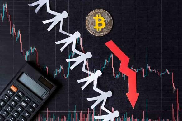 Moeda de bitcoin mostrando queda